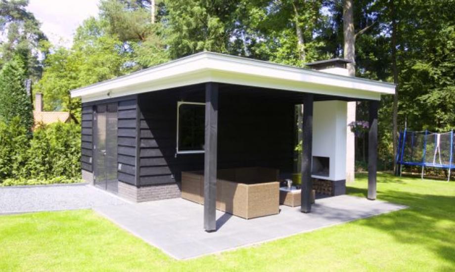 Wit gestucte villa met garage - Veranda met dakpan ...